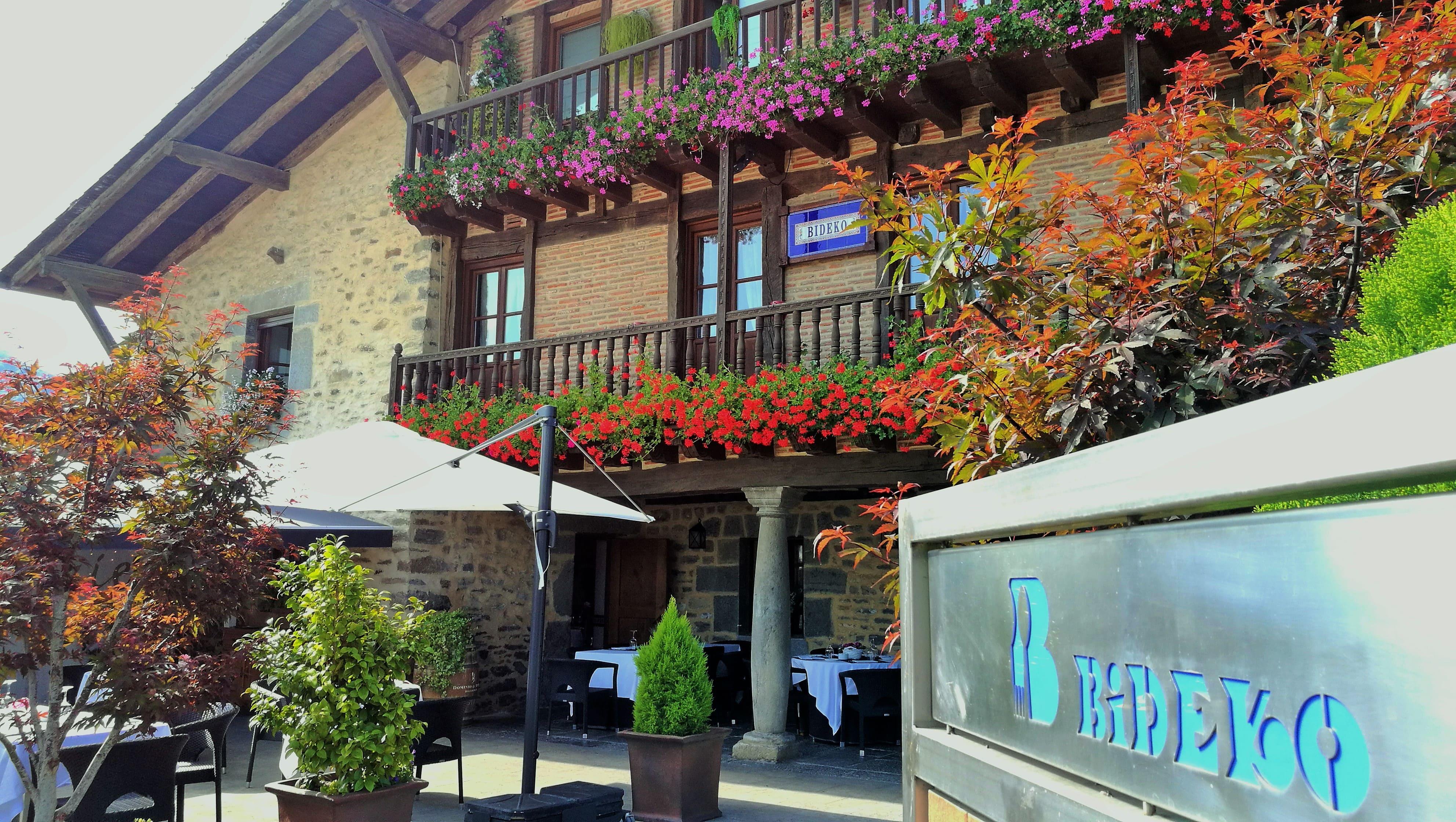restaurante_bideko-exteriores-terraza-cocina_tradicional_vasca-restaurantes_vizcaya-restaurantes_alava-comer_en_euskadi-bideko-amurrio-lezama (31)