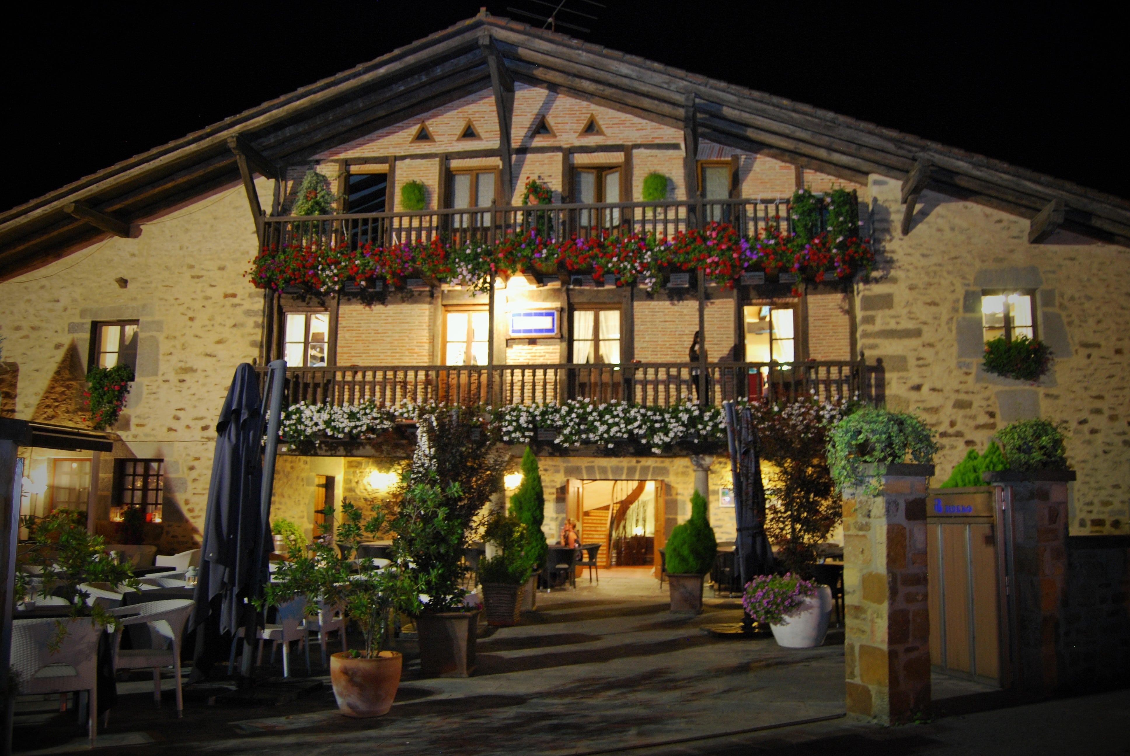restaurante_bideko-exteriores-terraza-cocina_tradicional_vasca-restaurantes_vizcaya-restaurantes_alava-comer_en_euskadi-bideko-amurrio-lezama (42)