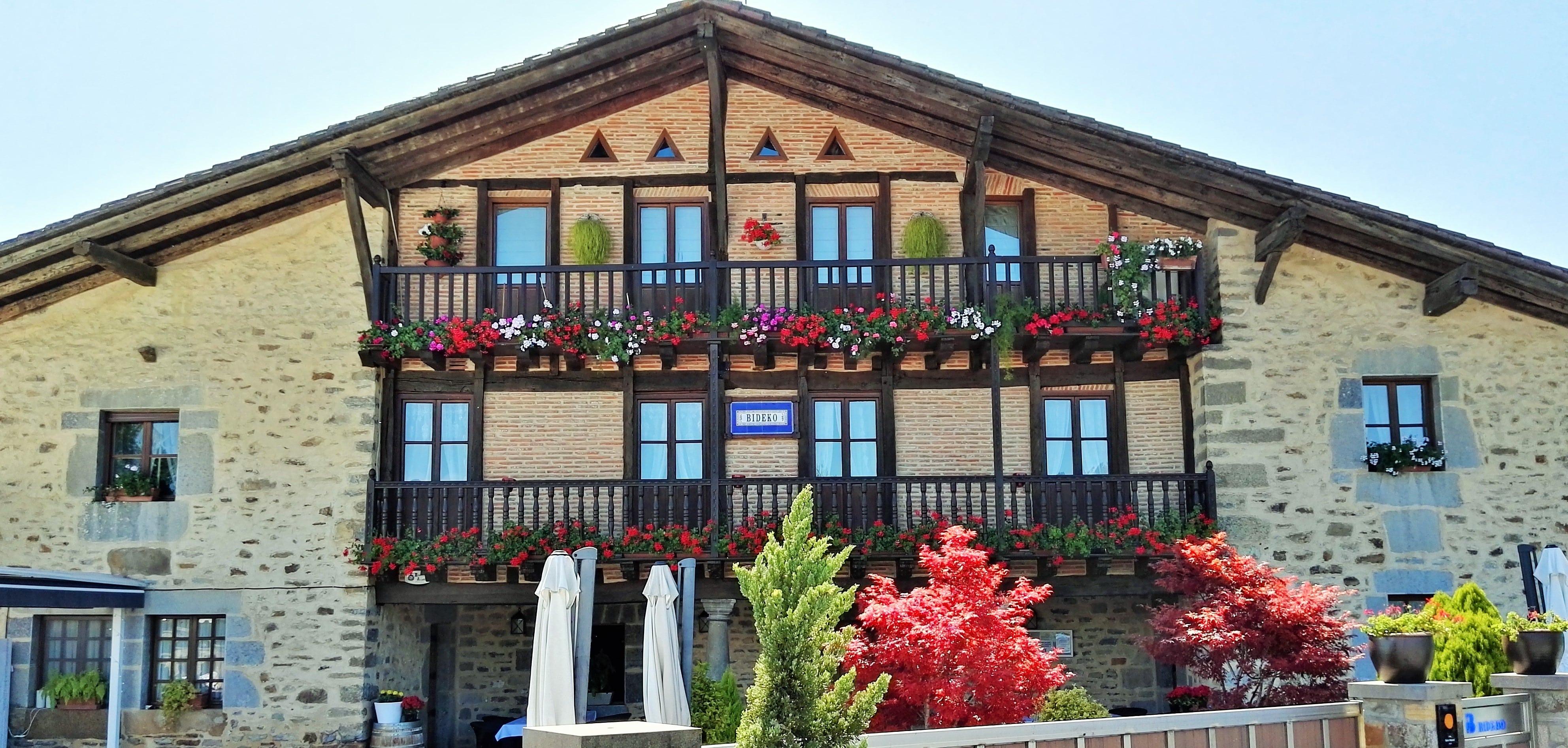 restaurante_bideko-exteriores-terraza-cocina_tradicional_vasca-restaurantes_vizcaya-restaurantes_alava-comer_en_euskadi-bideko-amurrio-lezama (55)